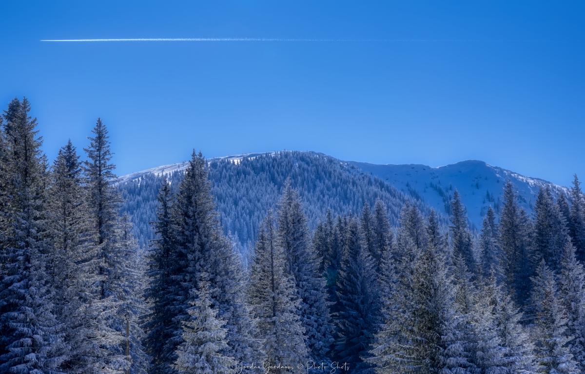 Изглед към връх Ком
